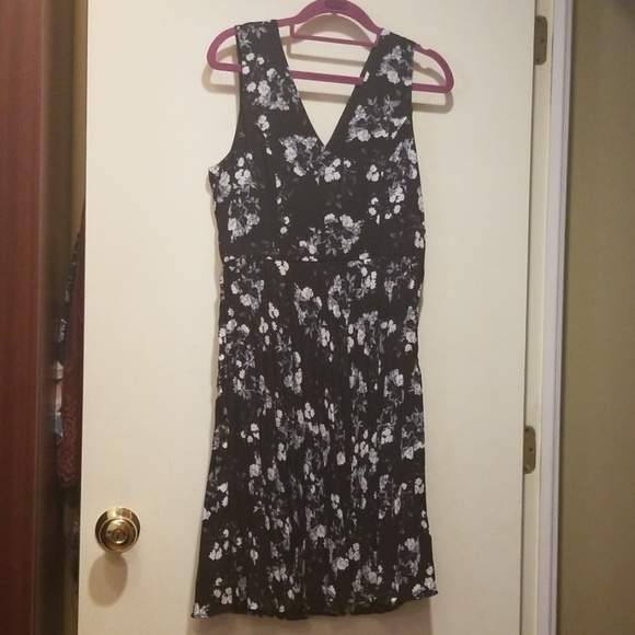 Banana Republic Dresses & Skirts - Banana Republic Floral Dress 4